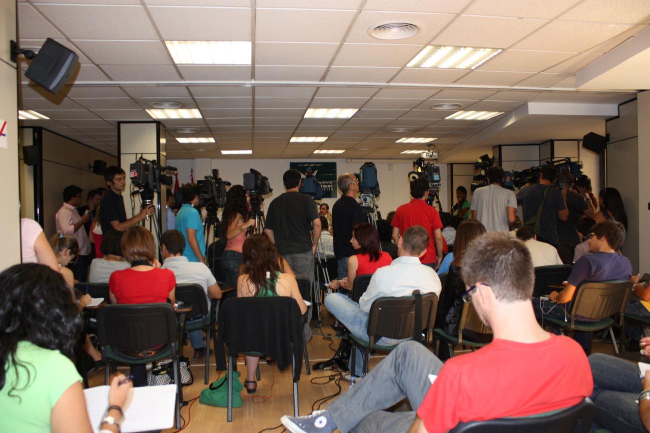 Fotografía medios convocados en el Salón de Actos del Colegio